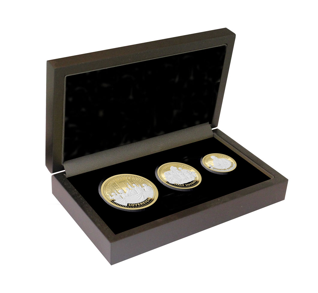 The VE DAy 75th Anniversary Gold Prestige Sovereign Set Boxed