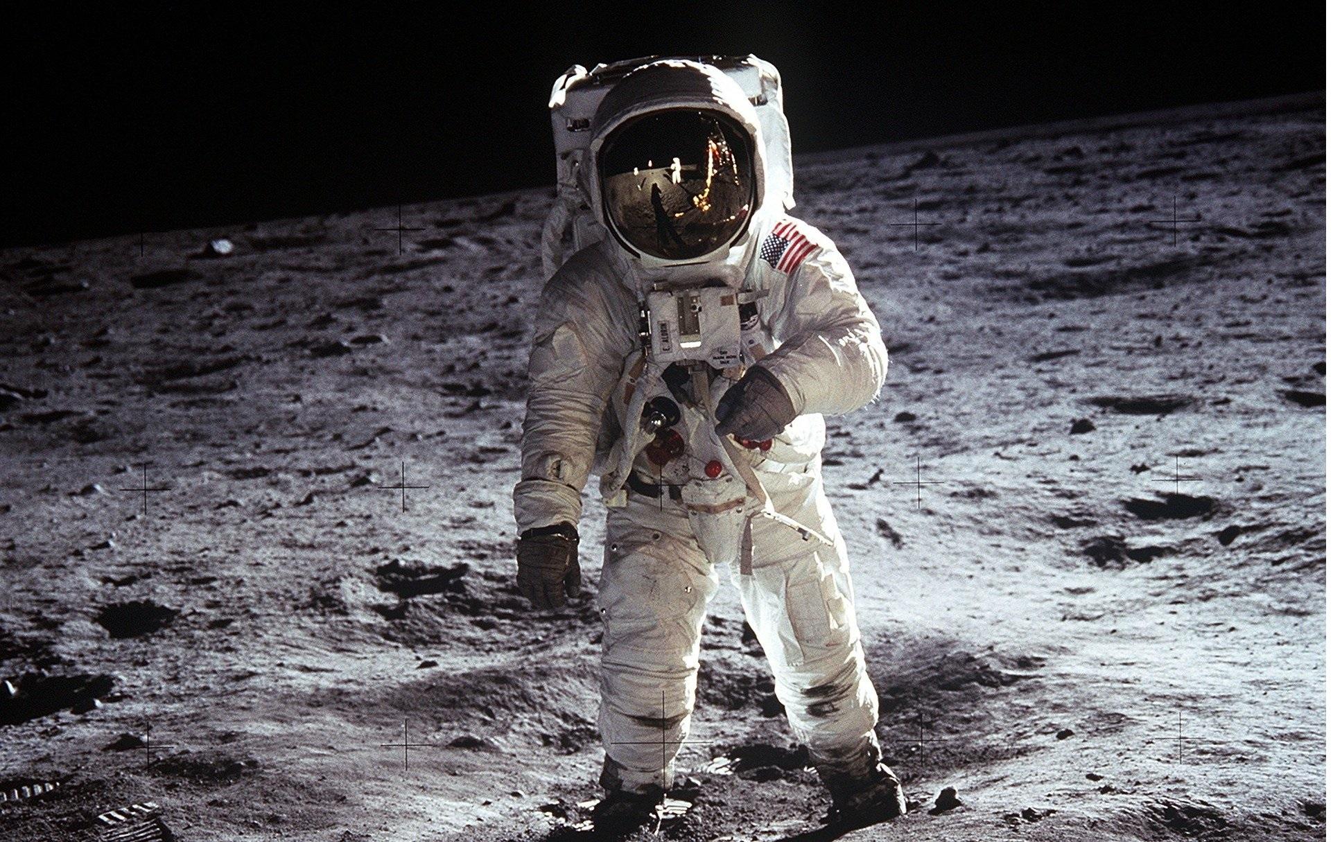 moon-landing-60s